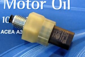 Inteligentní snímač tlaku a teploty oleje HELLA OPS+T (Oil Pressure and Temperature Sensor)