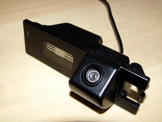 Parkovací kamera pro vozy OPEL Astra-H, Zafira-B a Vectra-C. Kamera se osazuje se místo jednoho osvětlení SPZ