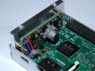 Pohled na zástavbu spínaného DC/DC zdroje RASP-PSM (Raspberry Pi Power Supply Modul) a DPS Raspberry Pi 2 do krabičky EM-RASPBERRY B+(Black)/PEPAS