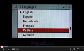 Ukázka zobrazení počeštěné navigace CD70/DVD90 Navi a barevného displeje CID